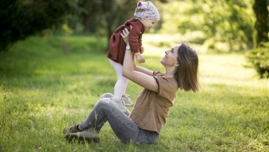 mama, beba, dete, roditelj, majka, roditeljstvo, vantelesna oplodnja, VTO, neplodnost, porodica, sreća, ljubav, igra, devojčica,